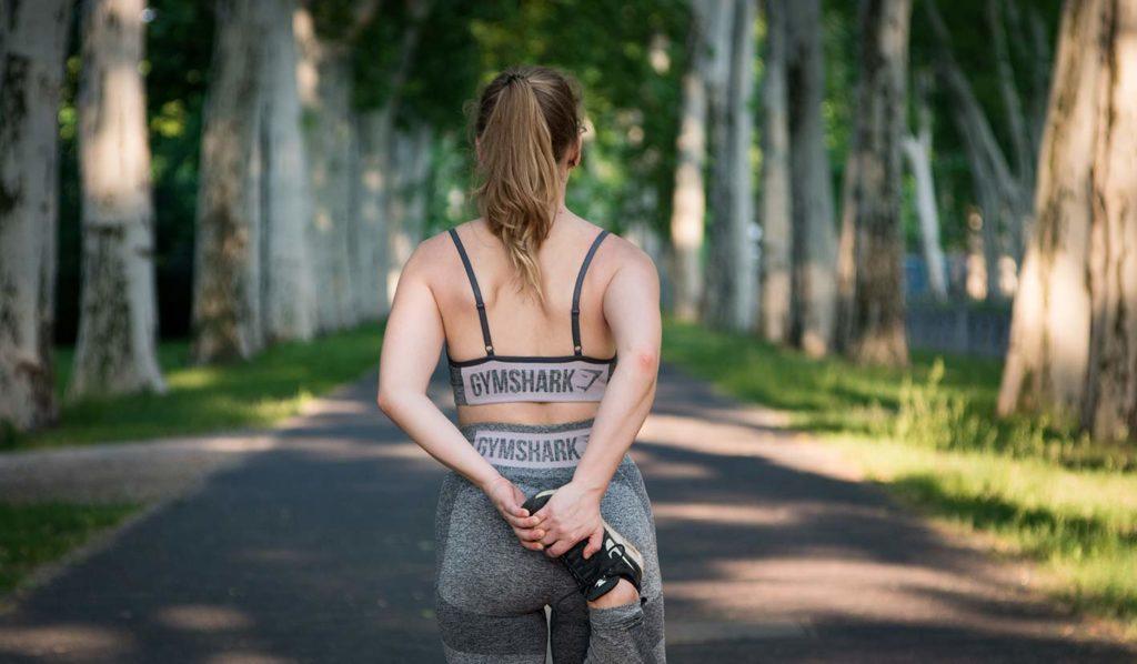 Als Sportlerin kann es sein, dass Du mehr veganes Eisen aufnehmen musst. Dein Körper signalisiert das durch zum Beispiel Müdigkeit.
