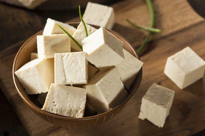 Tofu enthält viel Eiweiß und für Veganer super geeignet