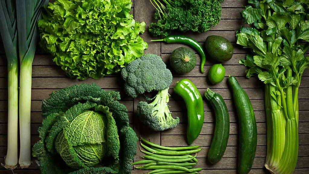 Èss viel grünes Blattgemüse wenn Du vegan Gewicht verlieren willst
