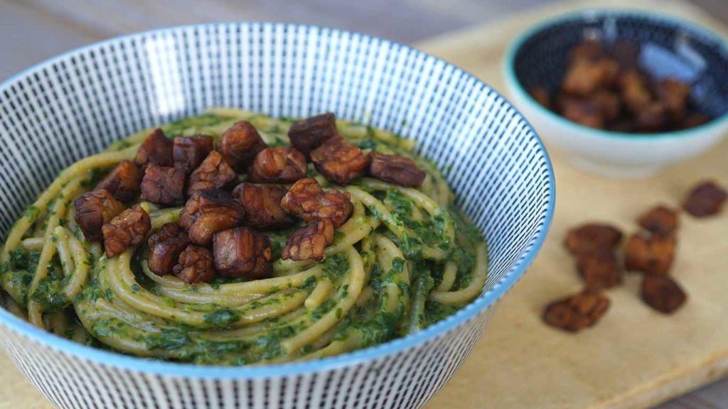 Der Geschmack von Tempeh ist lecker und kann beim vegan abnehmen helfen