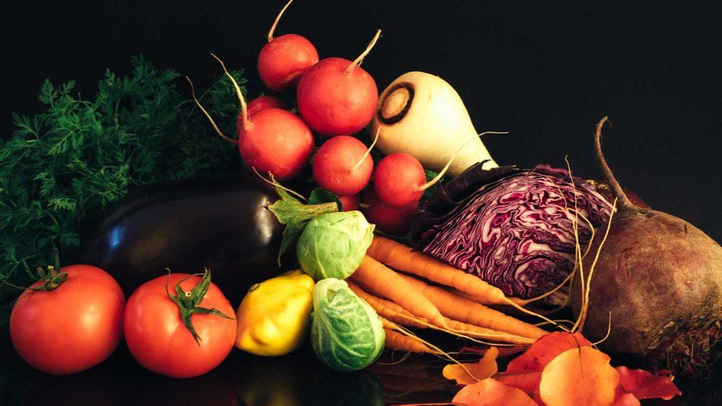 Wenn Du unterwegs Hunger bekommst, sind Gemüsesticks eine kalorienarme Alternative für die Fettverbrennung ohne Muskelaufbau