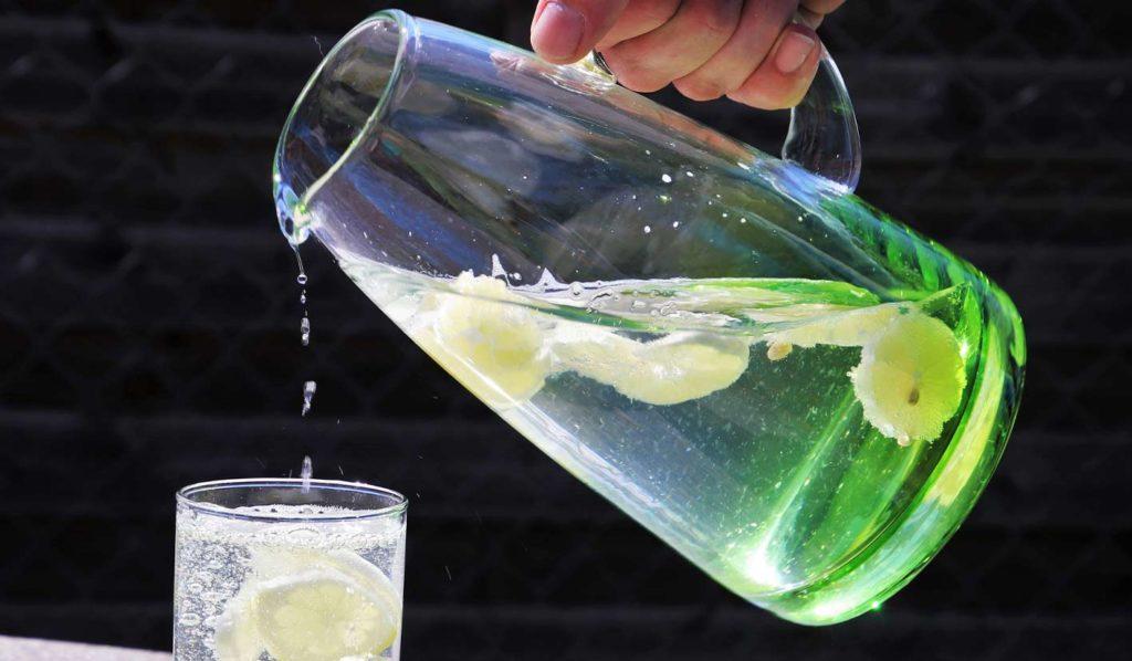 Trinke viel Flüssigkeit vor, während und nach Deinen Mahlzeiten, damit Du abnehmen kannst
