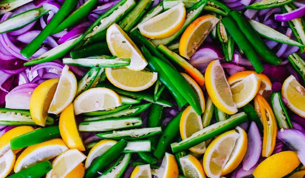 Ob roh vegane Ernährung zum Abnehmen geeignet ist, ist schwer zu sagen, da sie in vielen Dingen sehr widersprüchlich ist