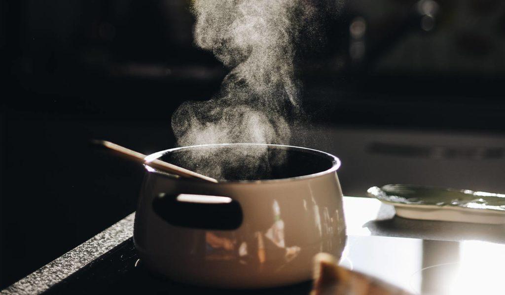 vegane Rohkost zum Abnehmen wird befürwortet, da durch das Kochen bestimmte Nährstoffe verloren gehen