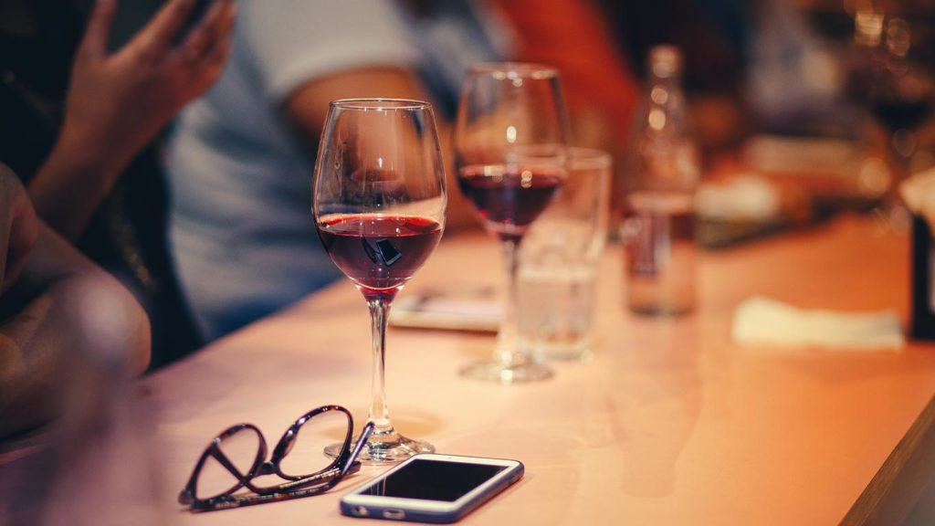 Rotwein unterstützt die Omega-3 aufnahme und sorgt für eine gesunde pflanzliche Ernährung