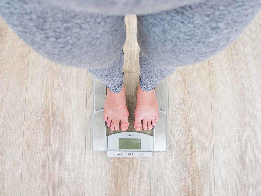 Es hilft die Kalorien langsam, aber stetig zu erhöhen, um Gewicht abzunehmen.