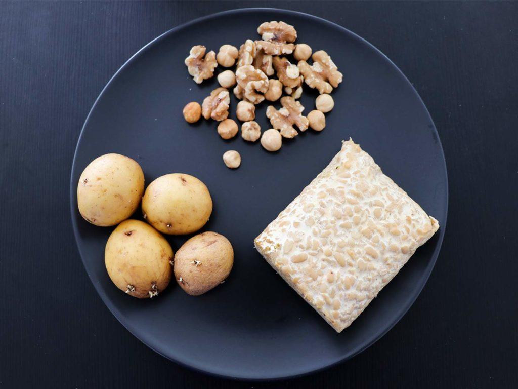 Achte auf eine angemessene Zufuhr der Makronährstoffe, wenn du vegan abnehmen willst.