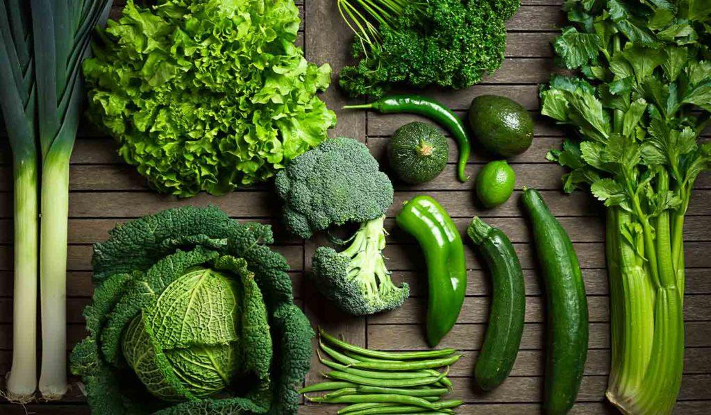 Dunkelgrünes Blattgemüse ist super zum Kochen geeignet