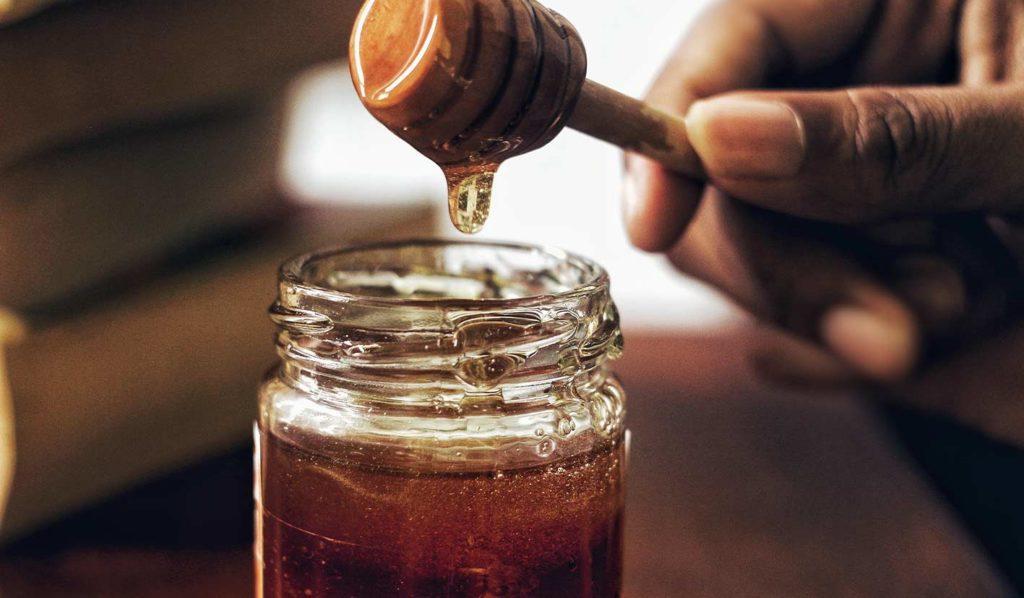 Verwende beim Kochen Kokosnektar statt Honig