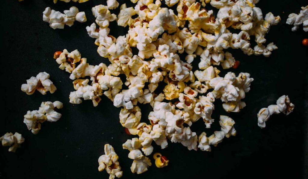 Popkorn auf vegane Art zubereiten mit Kokosnussöl soll super lecker schmecken