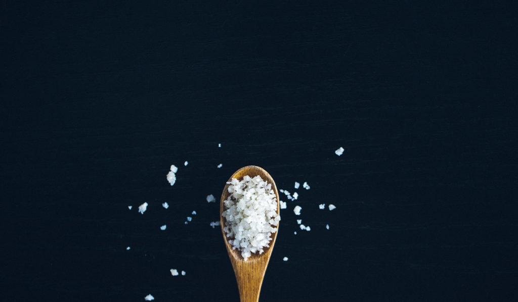 Wähle beim vegan Kochen Meersalz statt Speisesalz