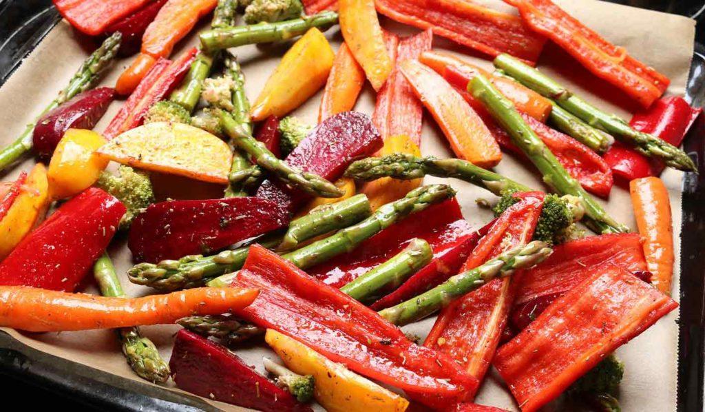 Ofengemüse ist super gesund und wirkt sich positiv aufs Gewicht verlieren vegan aus