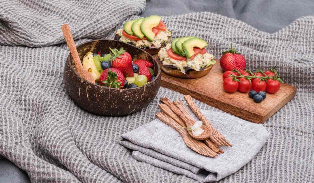 Pflanzliche Lebensmittel enthalten ein sehr geringen Anteil Vitamin B12, wodurch eine Mangelernährung leichter entstehen kann.