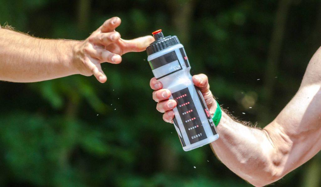 Wasser ist wichtig für einen gut funktionierenden Körper und hilft beim Abnehmen