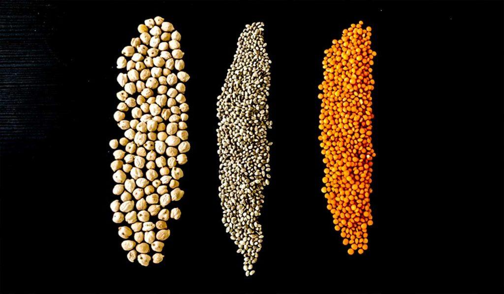 Hülsenfrüchte sind protein- und ballaststoffreich und haben aber auch sehr viele Kalorien. Deshalb sind sie eher in Maßen beim vegan Abnehmen zu genießen