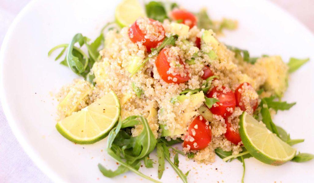 Quinoa enthält viele Kalorien und erschwert somit das vegane abnehmen