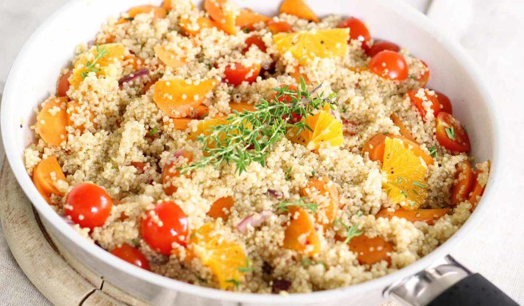 Quinoa ist eine ideale Quelle um vegan abzunehmen