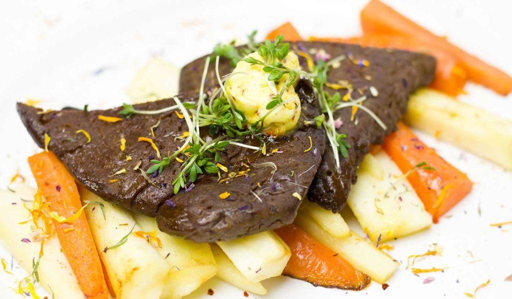 Steaks gehen auch mit Soja. Veganer gehen beim Grillen also nicht leer aus