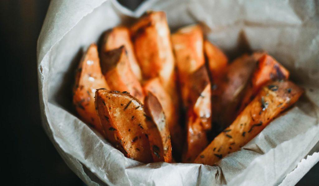 Pommes gehen auch gesund und als vegane Mahlzeit