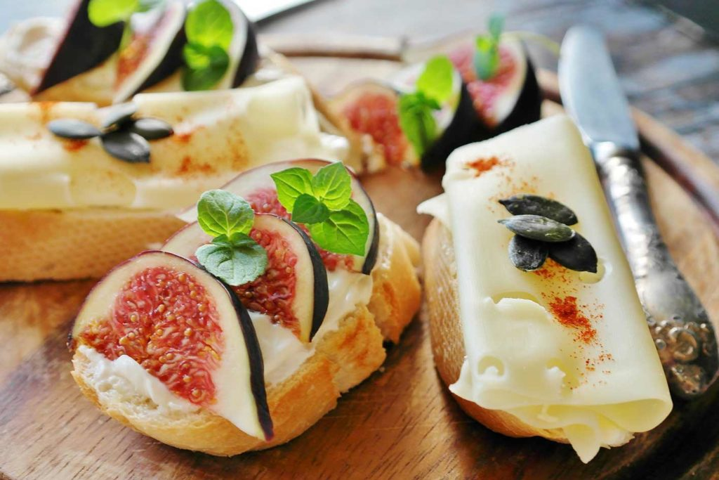 Veganer Käse geht auch ohne Soja mit verschiedenen Nusssorten