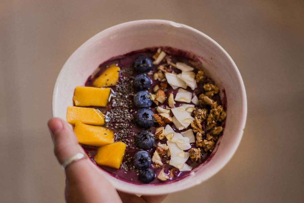 Acaíbowl zum Frühstück ist ideal. Man ist satt fühlt sich aber dennoch nicht voll.
