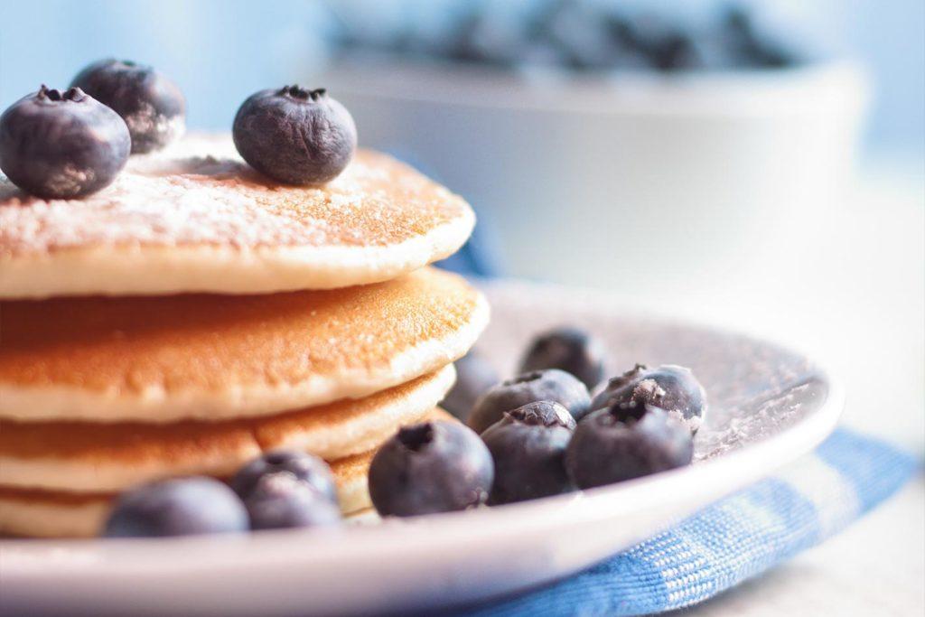 Pancakes zum veganen Frühstück sind auch gut für die vegane Fitnessernährung geeignet