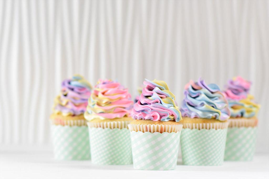 Vermeide Desserts, auch wenn sie vegan sind. Sie enthalten sehr viele Kalorien und helfen nicht beim Abnehmen