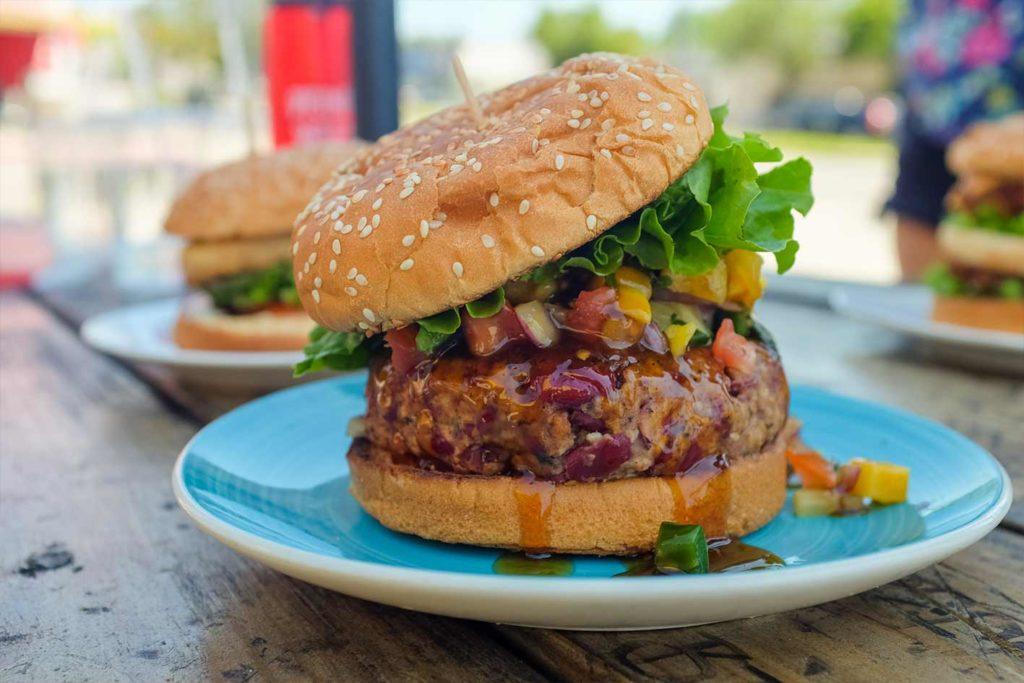 Veganer haben auch die Möglichkeit Fleisch zu essen und können auf Alternativen wie Beyond Meat zurückgreifen