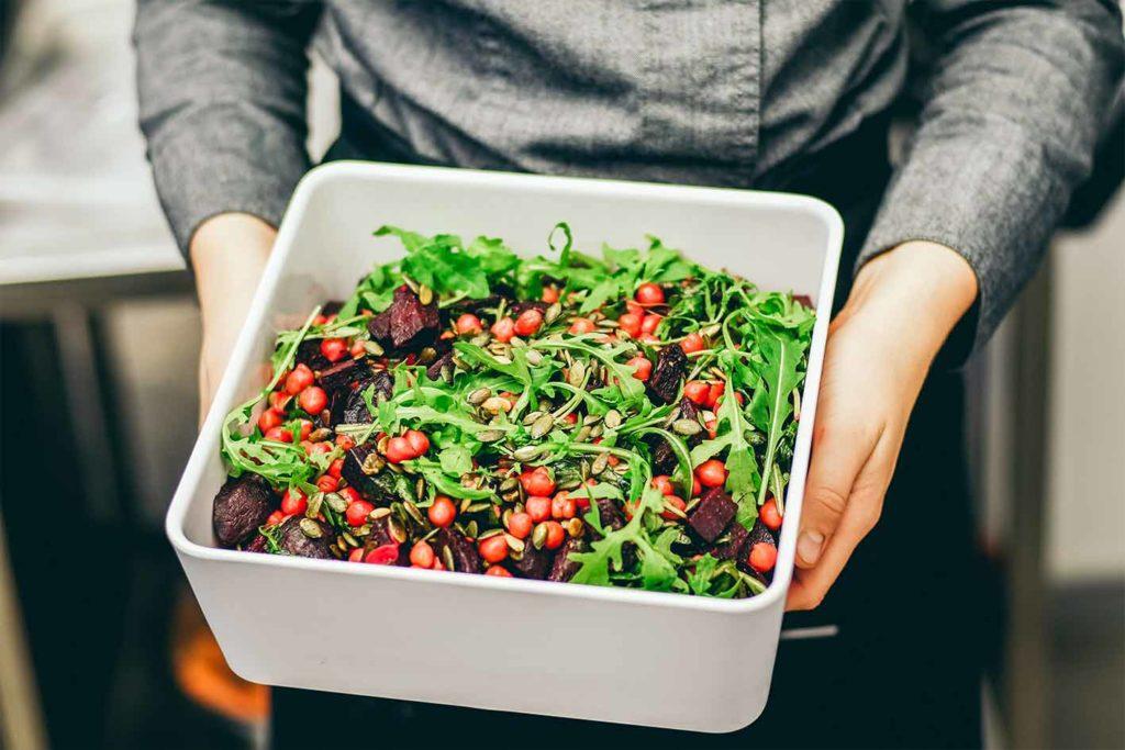 Perfekt als vegane Vorspeise an Weihnachten. Ein Salat geht immer, ist leicht verdaulich, lecker und hat sogar wenige Kalorien.